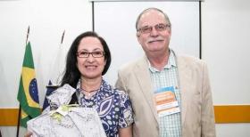 Cláudia Mata, do Cond. Castor, com o presidente Alberto Machado Soares