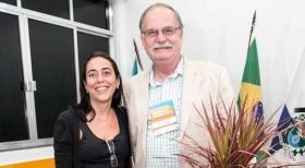 Fernanda Gusmão, do Cond. Bauhaus, com o presidente Alberto Machado Soares
