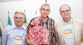Paulo Maurício, do Cond, Vilage das Amendoeiras, ladeado por Nestor Porto e Alberto Machado