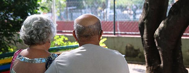 Atenção a idosos moradores em condomínios